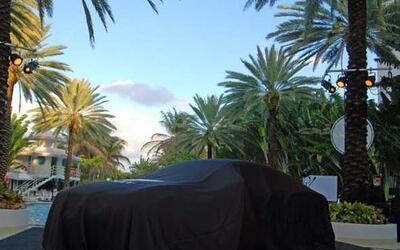 Bentley llegó el Hotel Raleigh de Miami Beach para presentar la segunda...
