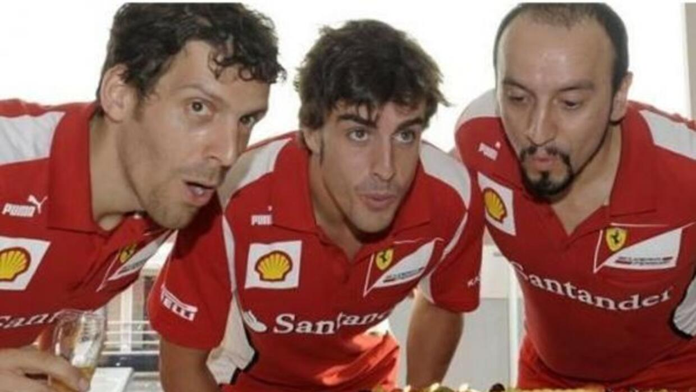 Un pastel de Ferrari por su aniversario 33 del piloto español (Foto: Twi...