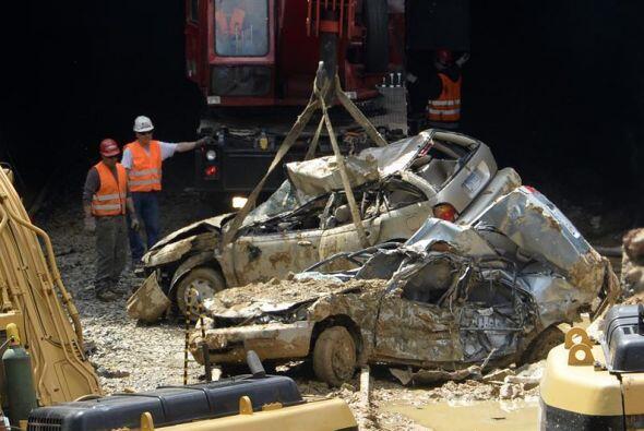 Reyes tuvo que ser evacuado de su casa y su camioneta Jeep Grand Cheroke...
