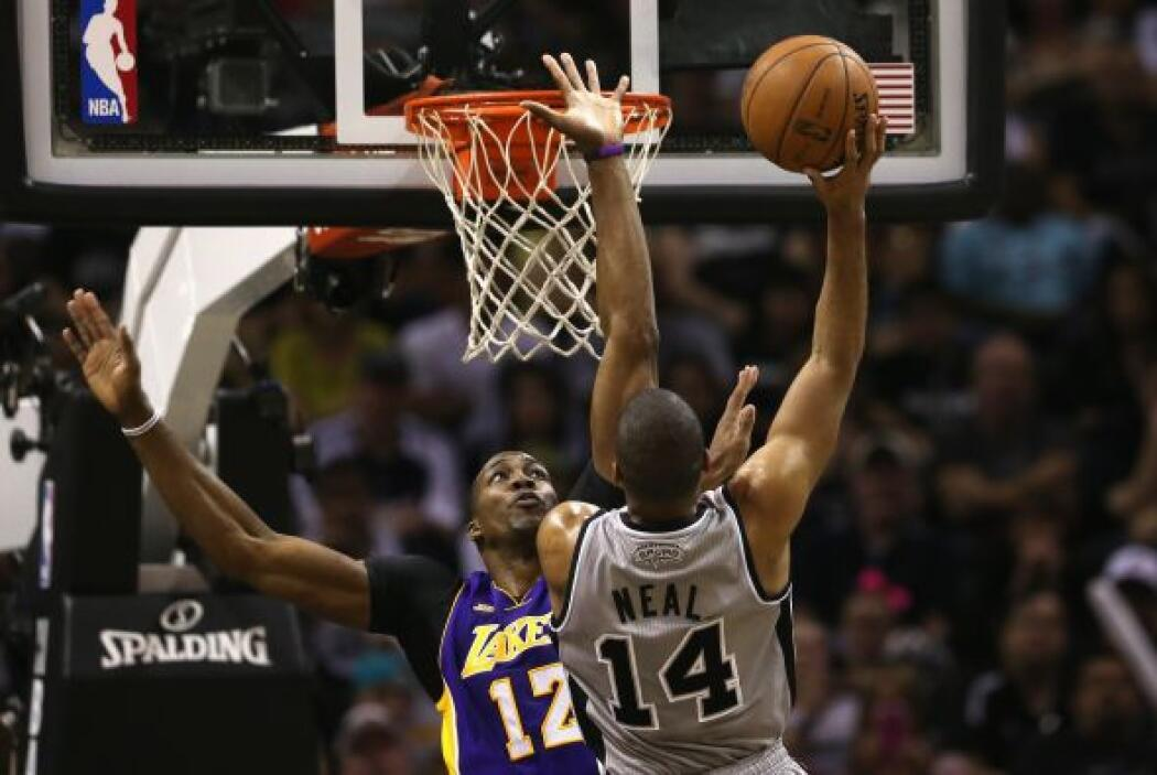 Pero los Lakers tampoco estaban inspirados, Gasol solo logró tres tantos...