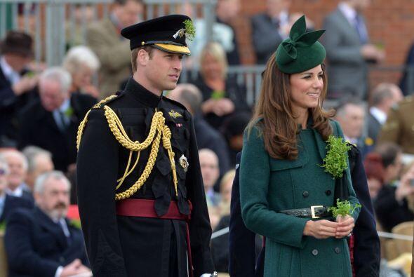 Y como debía de esperarse, Kate se vistió totalmente de verde, el color...