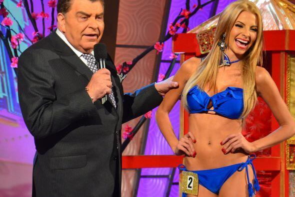 ¡Ahora aparece de azul la guapa Patricia Corcino!
