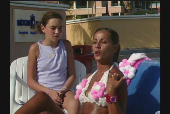 Mientras que Federica P.Luche muestra su cuerpazo con un bikini con flor...