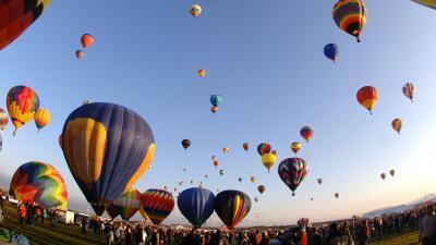 Disfruta de vistas inigualables y experimenta la adrenalina de volar.