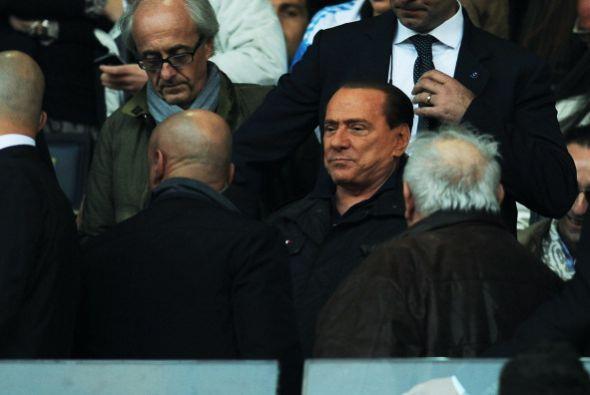 En el estadio estuvo presente Silvio Berlusconi, muy bien custiodado.