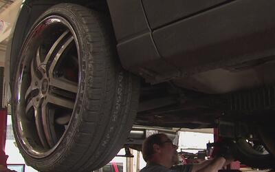 Senado texano aprueba propuesta de ley que elimina la inspección vehicul...