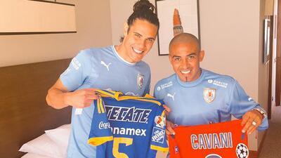 Edison Cavani se inclinó por Tigres en la Libertadores CHjgxQMWsAAenOc.jpg