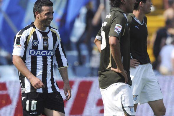 El héroe del encuentro fue el goleador Antonio Di Natale quien ma...