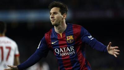 Leo anotó el primer gol al minuto 34 en el triunfo sobre el Almería.