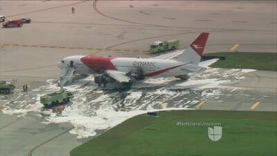 Se incendia el motor de un avión de la aerolínea Dynamic antes de despeg...