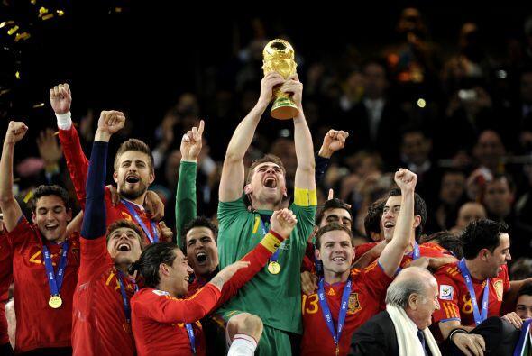 Si España logra el bicampeonato, Iker Casillas sería el pr...