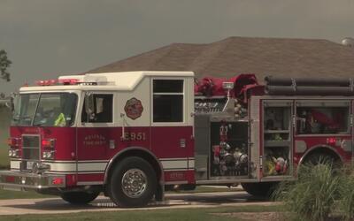 El incendio que casi no pueden apagar los bomberos en el Condado Collin