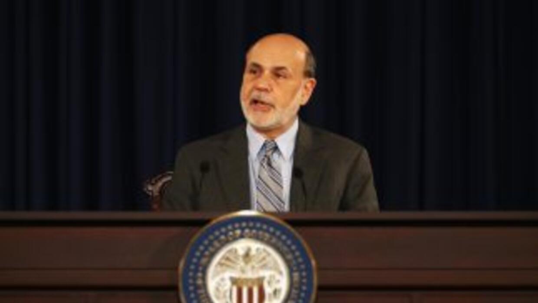 El presidente de la Reserva Federal, Ben Bernanke, y otros ocho miembros...