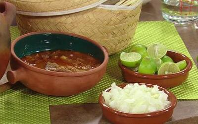 Las recetas de menudo y licuado de papaya para la resaca del Chef Pepín