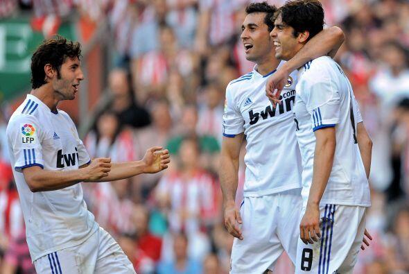 Kaká marcó dos tantos para los blancos por la vía d...