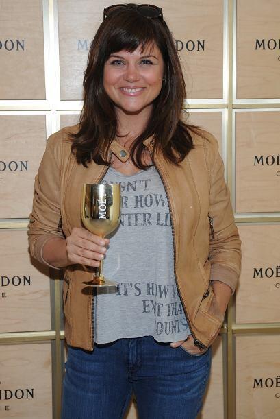 Disfrutando de champagne en un evento el mismo mes. Mira aquí más videos...
