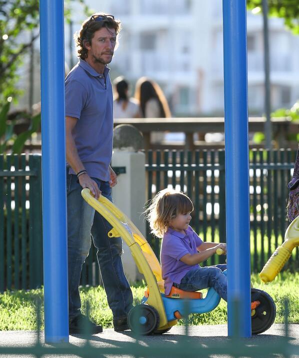 Colate jugando con su hijo Nico hace unos meses.