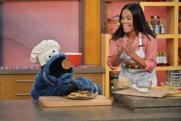 Karla quería hacer galletas para Cookie Monster. ¿Acaso las compartiría...