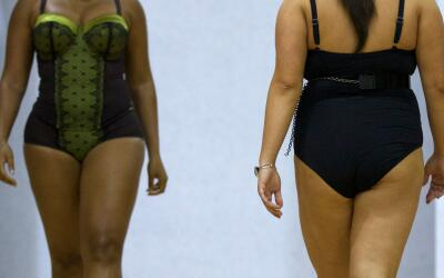 Modelos en la pasarela de British Plus Size Fashion Weekend en Londres.