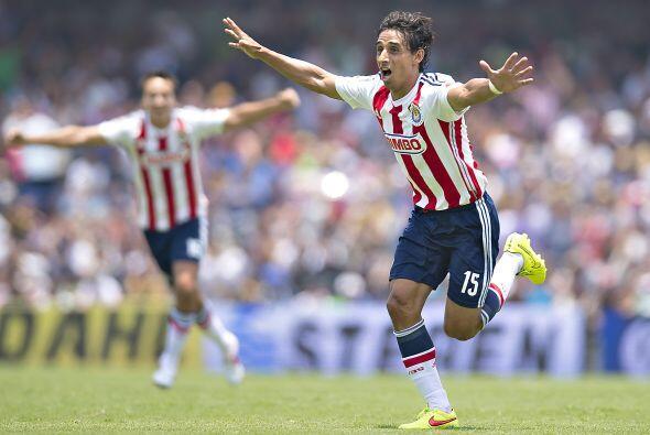 Fernando Arce se ha colocado como goleador de las Chivas del Guadalajara...