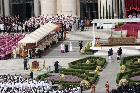 La beatificación busca elevar la moral de una iglesia golpeada por la cr...