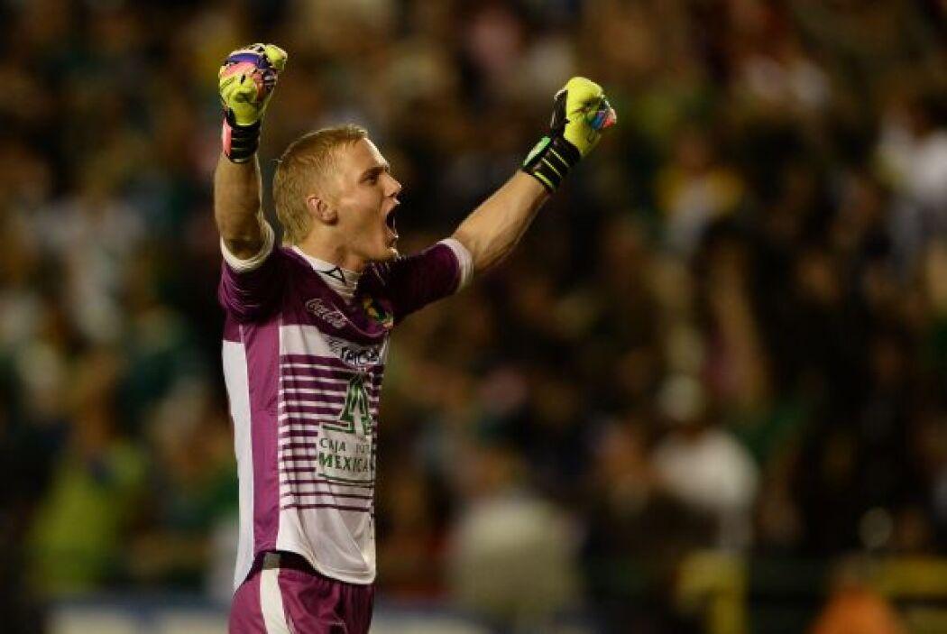 Yarbrough festeja el gol de Boselli.