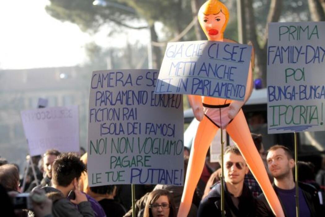 El escándalo es no sólo por la prostitución con menores de edad sino tam...
