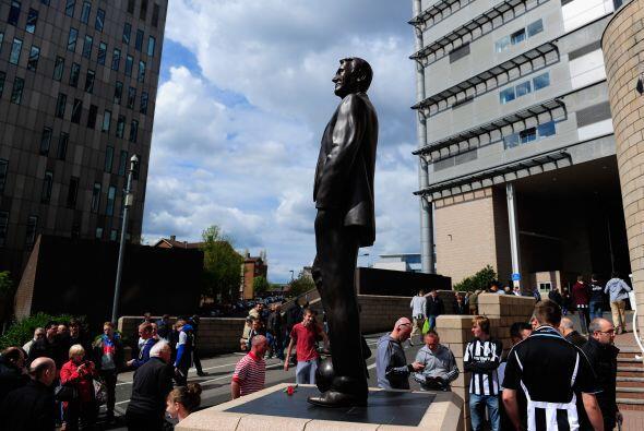 Antes del inicio del juego se apreció una estatua a las afueras de St. J...