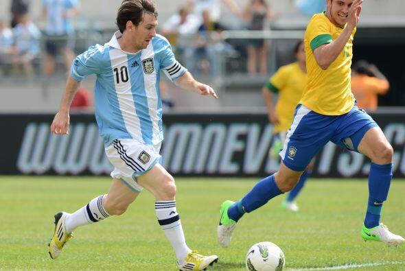 Lionel Messi dio un espectáculo de tres goles para el triunfo de Argenti...