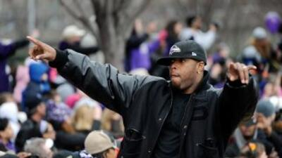 Terrell Suggs comandará a una defensiva completamente nueva de los Ravens.