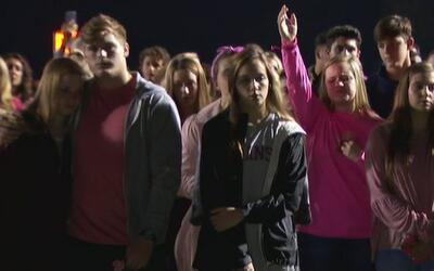 Cientos de personas se reunieron para honrar la memoria de la niña Kayla...