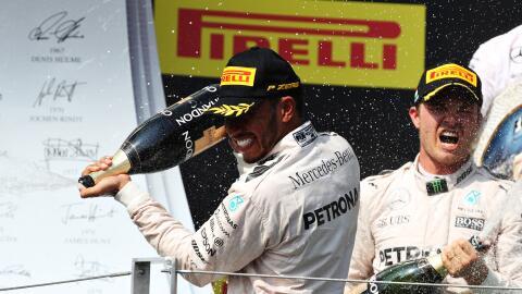 Lewis Hamilton superó a Nico Rosberg en el GP de Hungría y es nuevo líde...