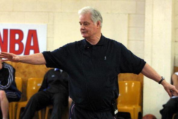 Tex Winter será reconocido por us nueve campeonatos como asistent...