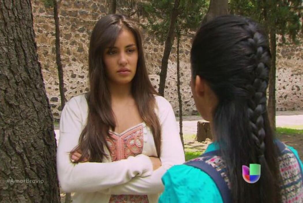 Luzma le platica a su amiga Irene que no ha podido tener intimidad con P...