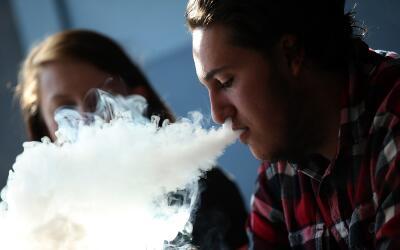 Ahora los menores de 18 años no podrán comprar cigarrillos electrónicos