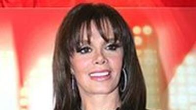 """Lucía Méndez presentó el disco """"Otra vez enamorada"""", que incluye version..."""