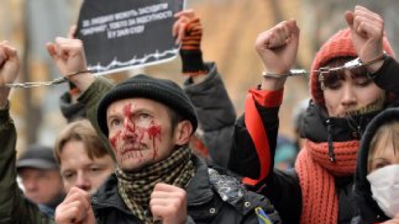 Manifestantes ucranianos pro-europeos protestas contra el gobierno en la...