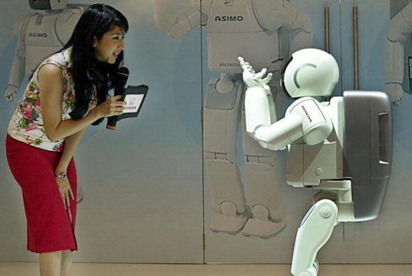 La historia de ASIMO se remonta al año 1989, cuando ingenieros de...