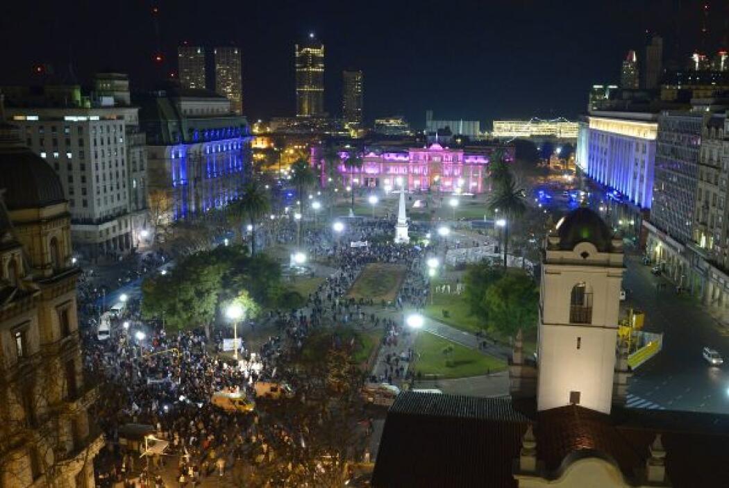 A la misma hora de la concentración en Plaza de Mayo, otros manifestante...