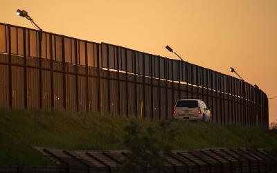 Valla fronteriza en California