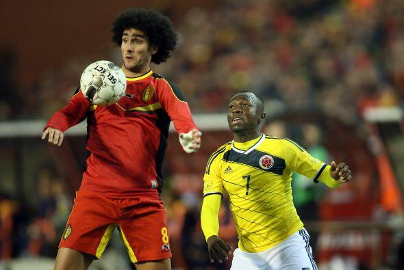 Marouane Fellaini:¿No se le enredará el balón cuando intenta cabecear? M...