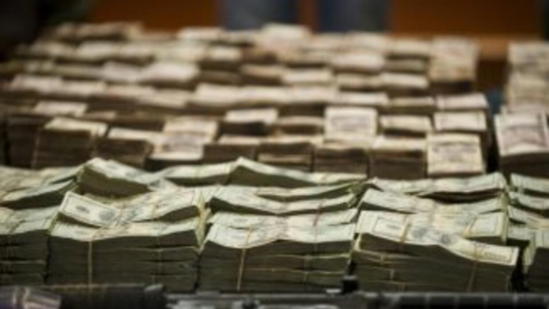Por lo menos 65 millones de dólares en efectivo y en cuentas bancarias f...