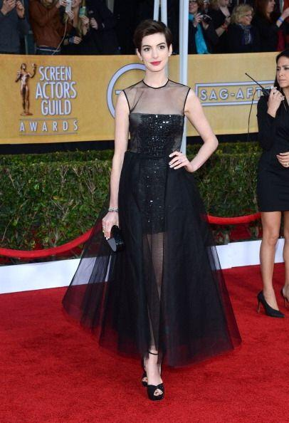 Anne Hathaway sabe perfecto que el negro es infalible y sí, tambi...