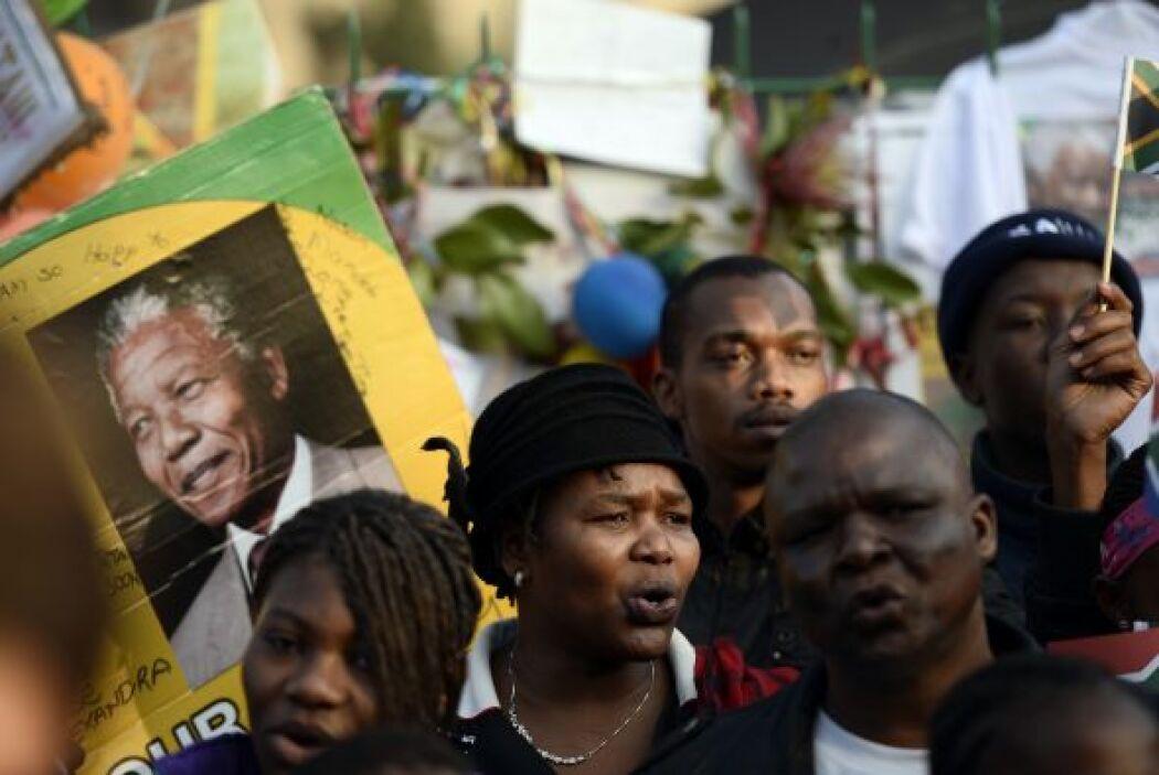 Se trata de un homenaje a los 67 años que Mandela dedicó a la lucha cont...