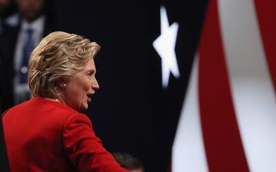 Clinton fue la primera en saludar a su oponente (cruzando más r&a...