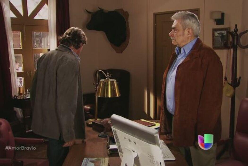 Mariano enfrenta a su padre y le hace saber que no está de acuerdo en qu...