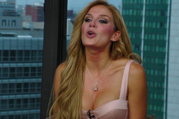 La actriz hasta invitó a Raúl y Lili a que la vean en la obra.