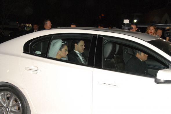 Pedro Fernández y su hija Osmara a su llegada a la iglesia.