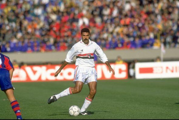 Toninho Cerezo fue uno de los mejores mediocampistas que dio el fútbol b...