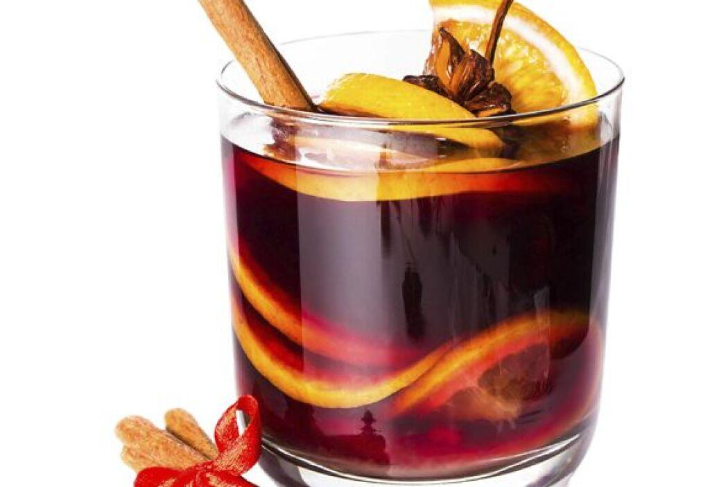 Un rico ponche, caliente o frío, es una de las bebidas tradicionales en...